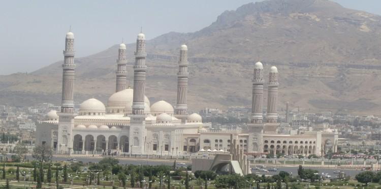 """شاهد بالصورة الاسم الجديد لجامع """"الصالح"""" الذي نصبه الحوثيون!!"""