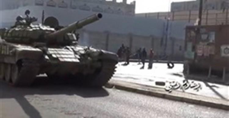 """ظهور الدبابات القتالية """"تي-72إس"""" الروسية لأول مرة في صنعاء"""