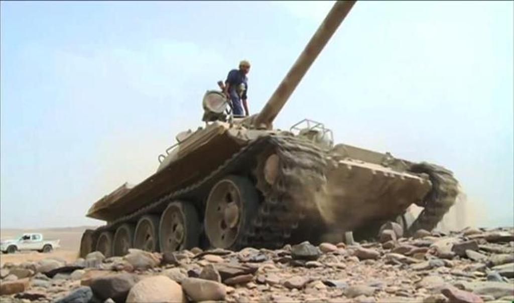 قوات الجيش الوطني تأسر قيادي في مليشيا الحوثي ومهندسين متخصصين في إطلاق الصواريخ