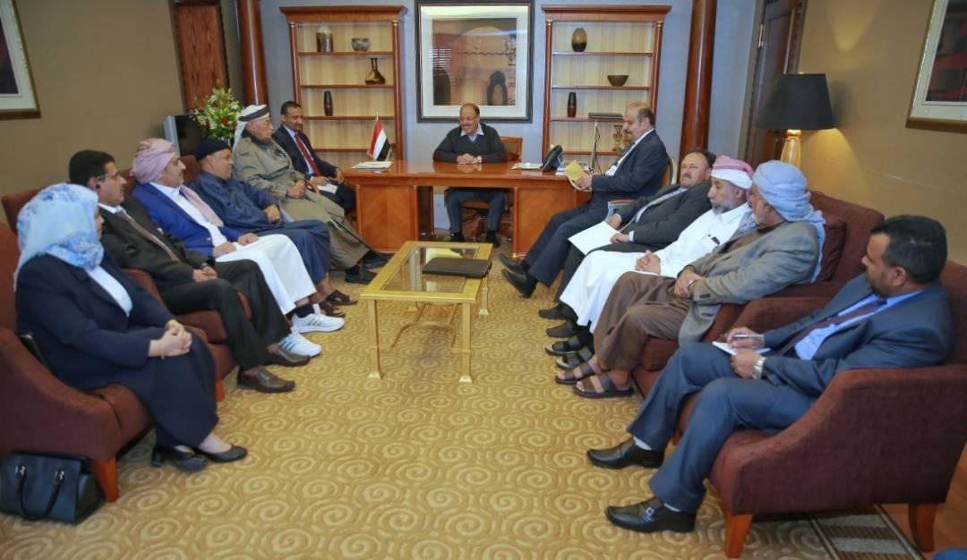 الفريق علي محسن الاحمر يلتقي عدد من اعضاء مجلس الشورى ويشيد بدورهم المساند للشرعية