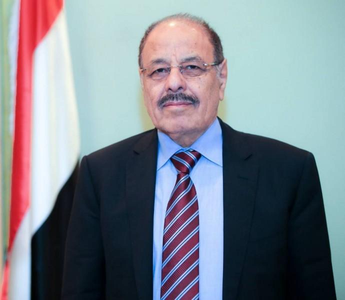 الفريق علي محسن يهنئ ولي عهد البحرين بمناسبة احتفالات بلاده بأعيادها الوطنية