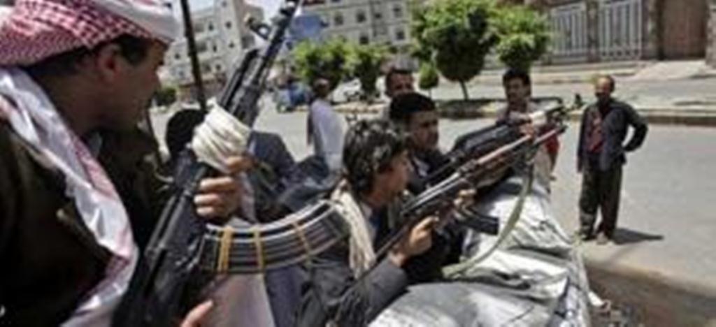 مليشيا الحوثي تلجأ لعملية تجنيد إجبارية للشباب بعد خسائرها المتواصلة في جبهات القتال