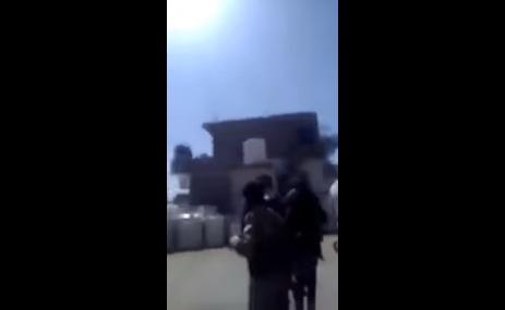 شاهد بالفيديو.. اقتحام سجن تابع لمليشيا الحوثي واطلاق المعتقلين