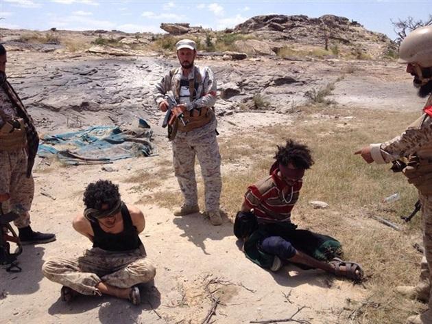 عناصر الحوثيون يسلمون انفسهم لقوات الجيش الوطني في بيحان