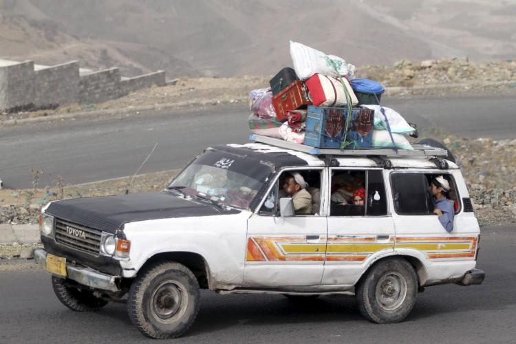 عشرات الالاف ينزحون من صنعاء بعد مقتل (صالح) على ايدي الحوثيين