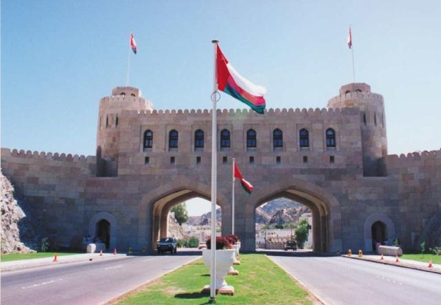 كيف علقت سلطنة عمان على اطلاق الحوثيين صاروخ إلى الرياض