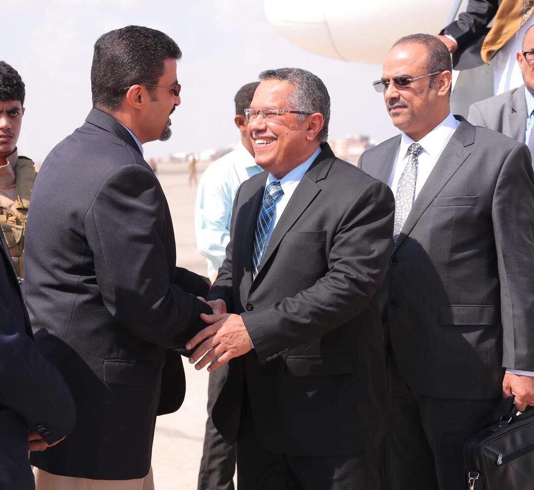 رئيس الوزراء بن دغر يصل عدن برفقة جميع الوزراء