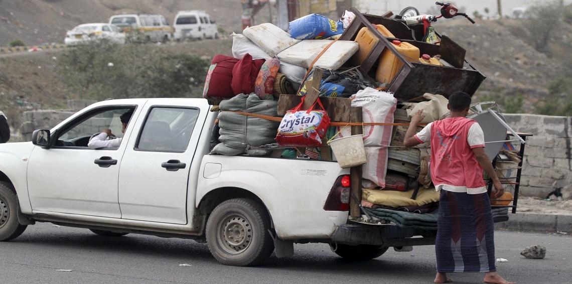 """الحديدة: مليشيا الحوثي تهجر """"300"""" أسرة من منازلها"""