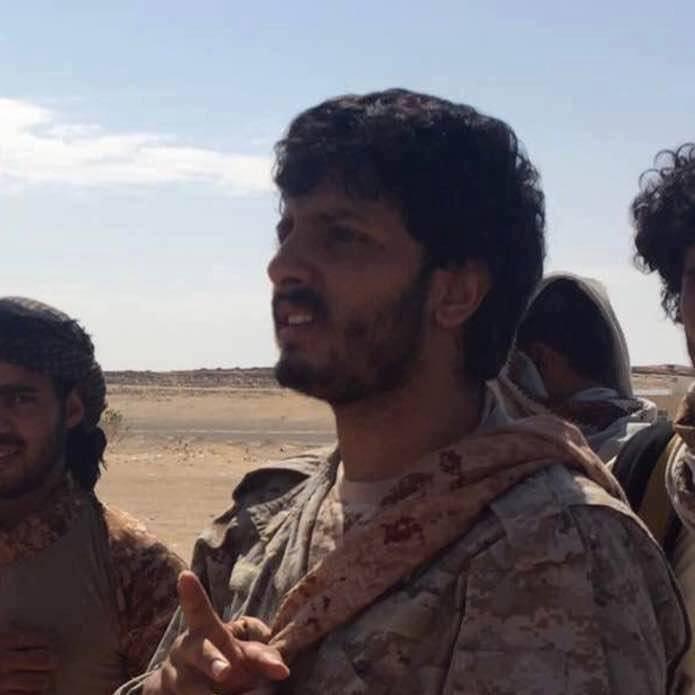 """كاتب يمني يكشف معلومات صادمة عن """"العقيد"""" نجل محافظ ذمار.. تفاصيل"""