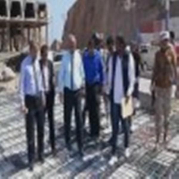 السلطة المحلية في عدن توقف أعمال البناء العشوائي الذي يهدد بتشويه بوابة عدن التاريخية