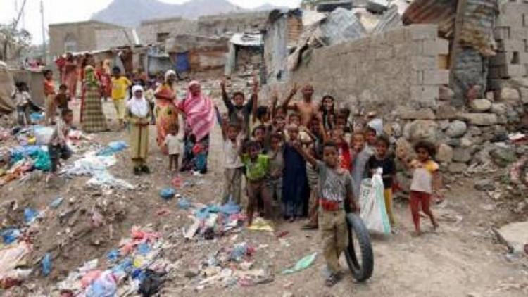 قيادي في مليشيا الحوثي يعتدي على المهمشين في مدينة تعز