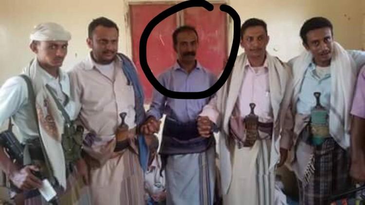بالإسم.. قيادي حوثي يسلم نفسه برفقة 50 مسلحاً من المليشيات للجيش الوطني في حيس