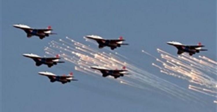 طيران التحالف العربي يستهدف مخزن سلاح لمليشيا الحوثي في مدينة تعز