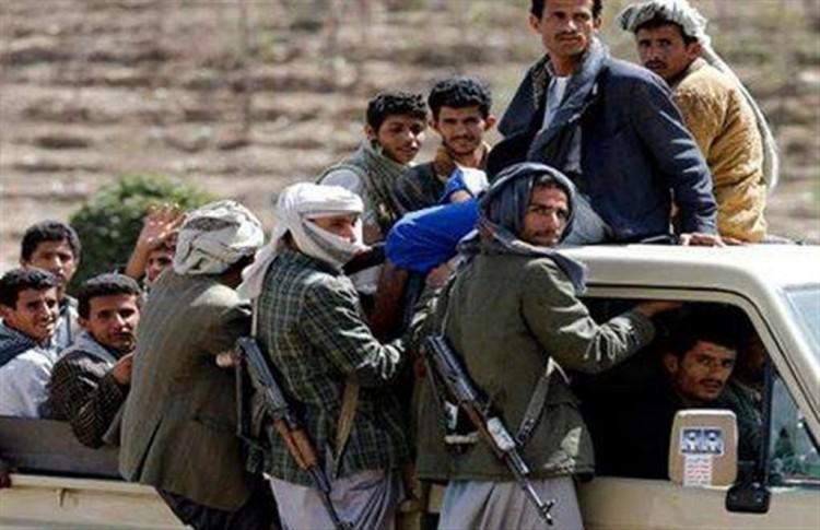 قيادي حوثي يقتل مواطن ويصيب أخر في محافظة إب
