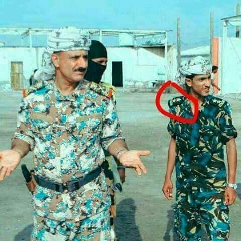 هذه الصورة فقط في اليمن.. شاهد صورة لقائد أمني رفيع في عدن يظهر وبجواره نجله تثير جدلا