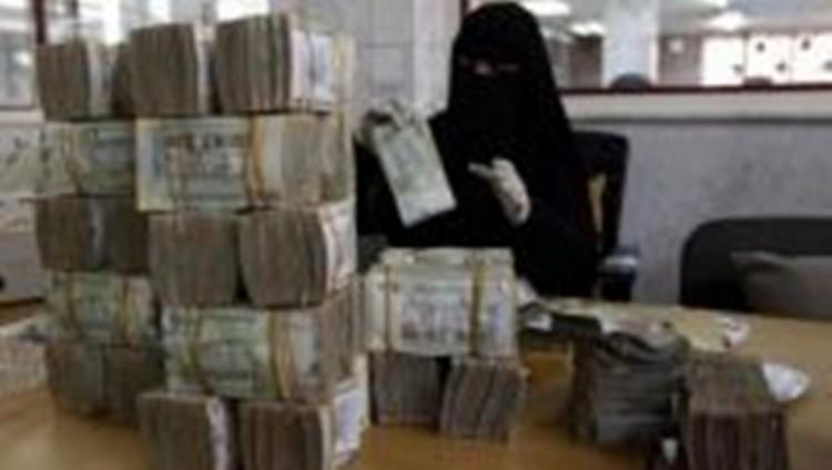 أزمة انهيار العملة الوطنية .. فساد حكومي وحلول شبه مستحيلة