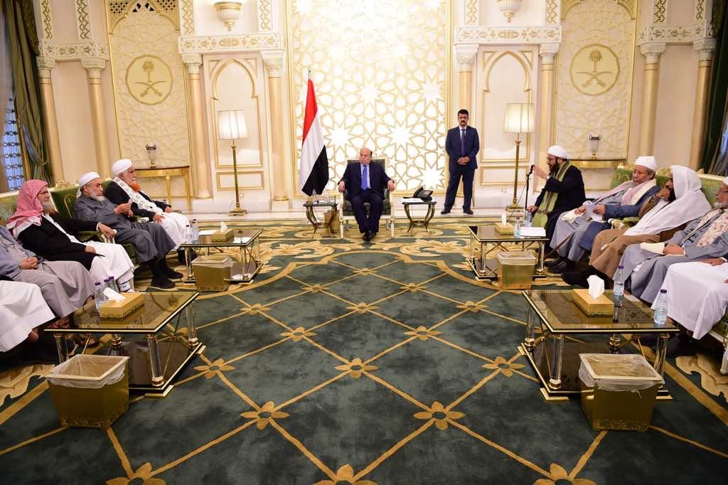 الرئيس هادي يلتقي علماء اليمن