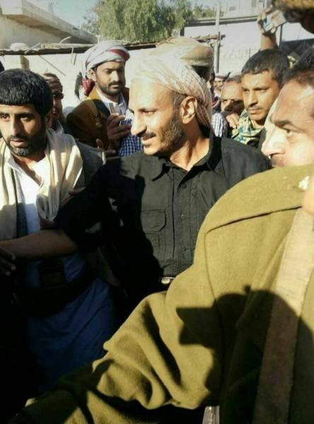 بعد ظهوره في شبوة كاتب يمني يطالب الشرعية بالقبض على طارق صالح وتسليمه للحوثيين.. تعرف على الأسباب