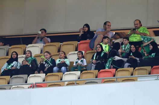 شاهد أول صور للسعوديات من داخل ملاعب كرة القدم في مدينة جدة