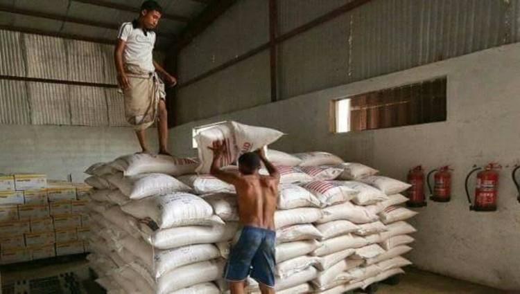 تدهور الريال يلقي بظلاله على فرص تعافي إقتصاد الأسر في عدن
