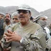 """الفريق """"الاحمر"""" يرد على اختطاف مليشيات الحوثي نجله """"محسن"""" واقتحام منزله في سنحان"""