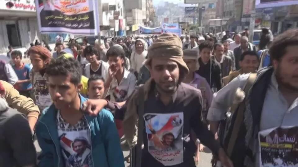 العديد من أبناء تعز يحتشدون للمطالبة بتسليم قتلة خليل الشرعبي