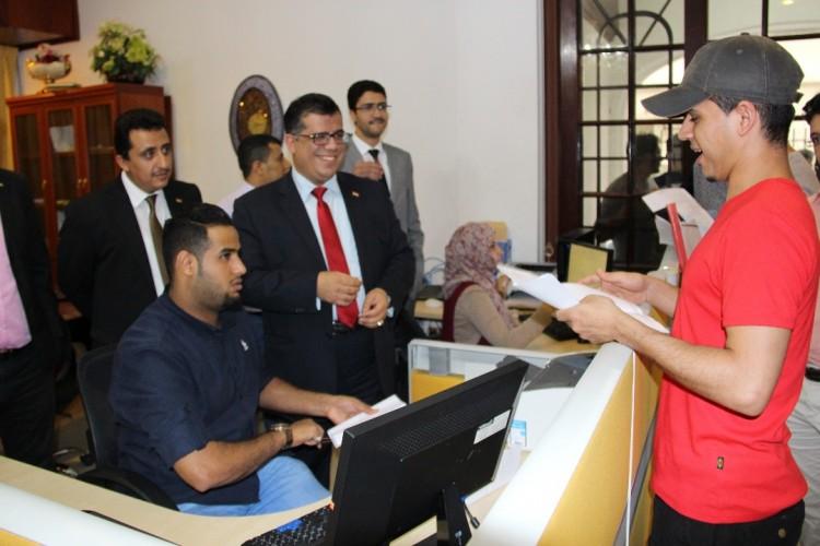 السفير اليمني يدشن توزيع تأشيرة زائر الممددة للمقيمين اليمنيين في ماليزيا
