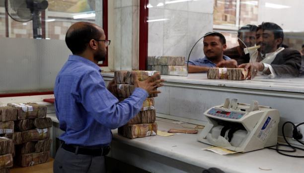 """توجيهات رئاسية """"عاجلة"""" تعيدا """"وزير المالية ومحافظ البنك المركزي"""" إلى عدن"""