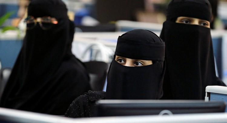 بالصورة.. ملكتان عربيتان هما الاغنى والاجمل ضمن نساء العرب.. من هما؟؟