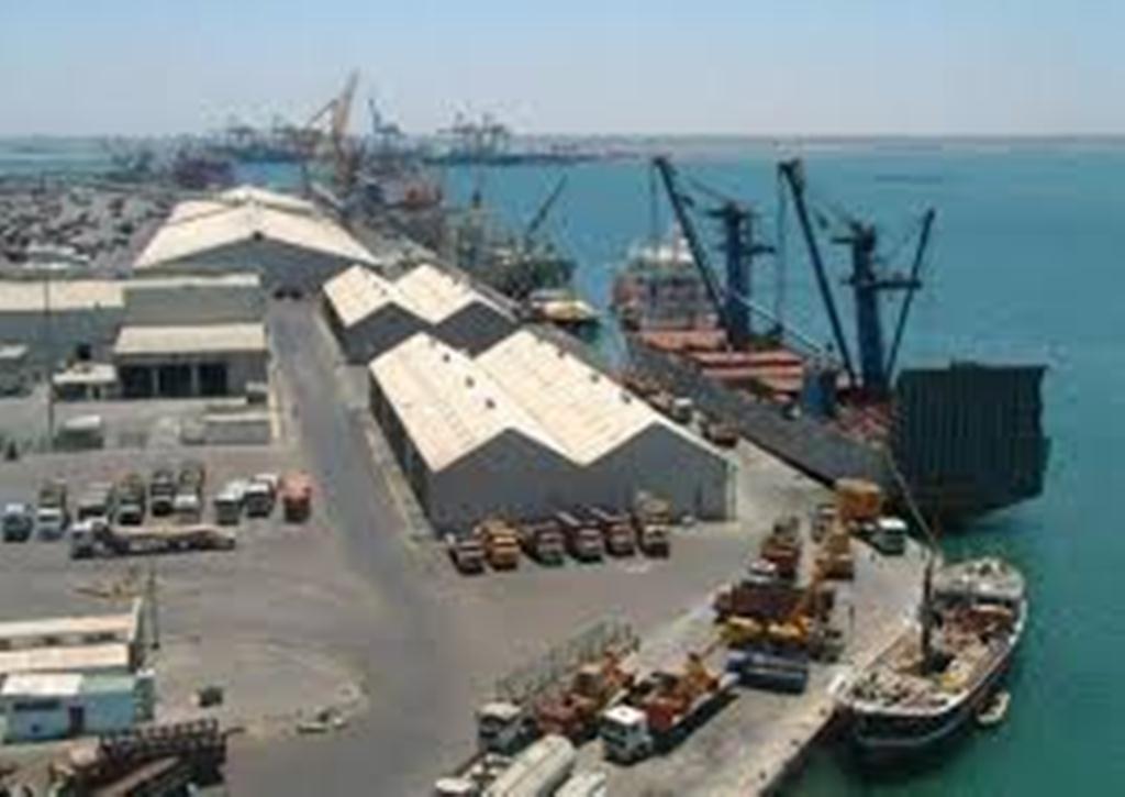 خفر السواحل يتسلم مهمة تأمين وحماية كافة الموانئ اليمنية