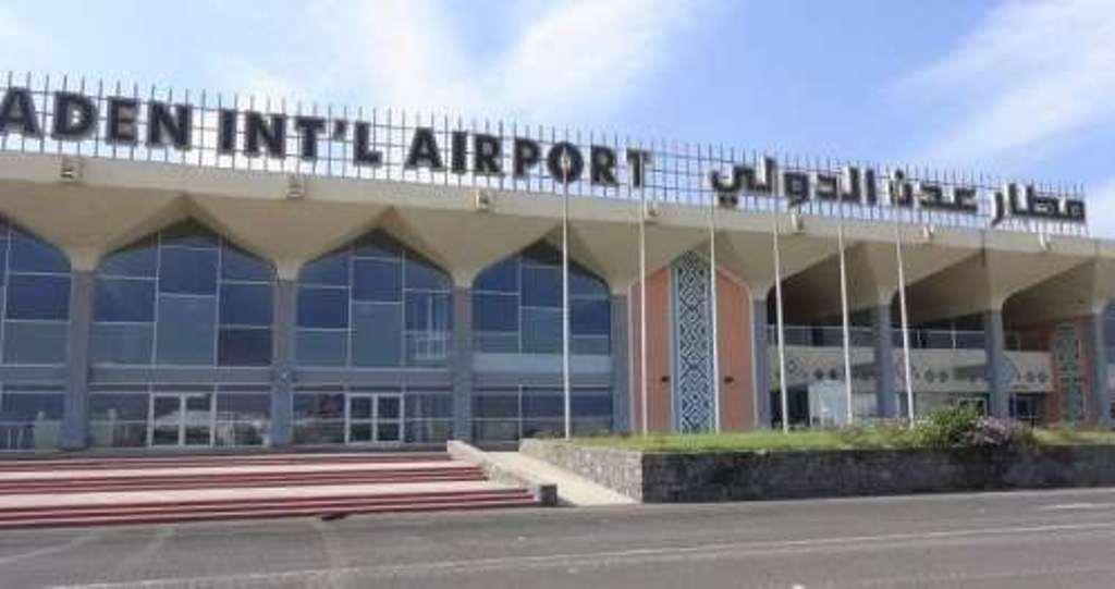 مصدر في مطار عدن ينفي مزاعم منع طائرة إماراتية من الهبوط في مدرج المطار من قبل الحماية الرئاسية