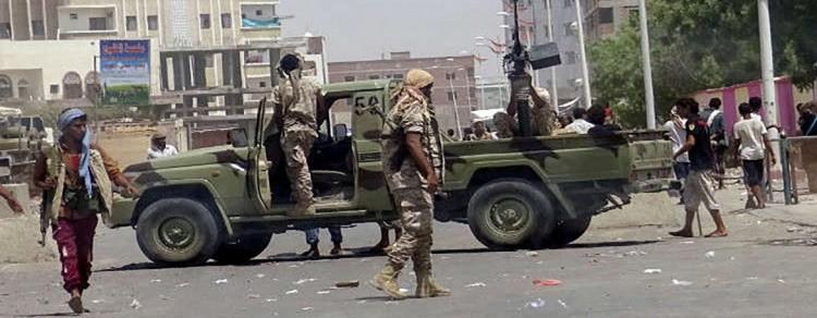 قبل قليل.. تفاصيل المواجهات المسلحة في العاصمة المؤقتة عدن