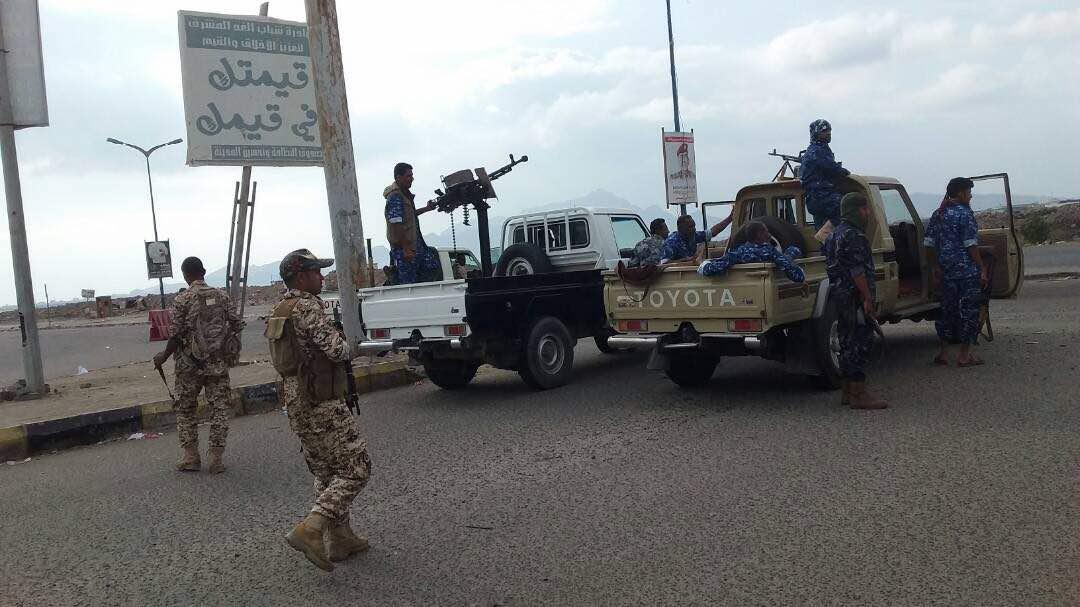 مراقبون يقولون أن ما يحدث من إنقلاب في عدن هو محاولة لتخفيف الضغط على الحوثيين في صنعاء