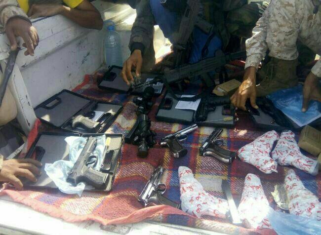نقطة امنية تضبط شحنة مسدسات كانت في طريقها إلى العاصمة المؤقتة عدن.