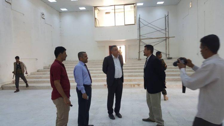 وزير الثقافة يتفقد اعمال ترميم مبنى الإدارة العامة لإنتاج الفنون والمسرح بعدن