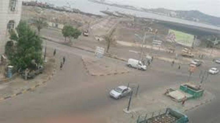 مسؤول عسكري في عدن ينجو من محاولة إغتيال بعبوة ناسفة وإصابة مواطن وطفلته