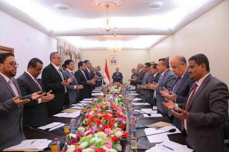 مجلس الوزراء يعقد أولى جلساته بعد أحداث عدن الدامية ويقرأ الفاتحة على الشهداء الذين سقطوا في عدن