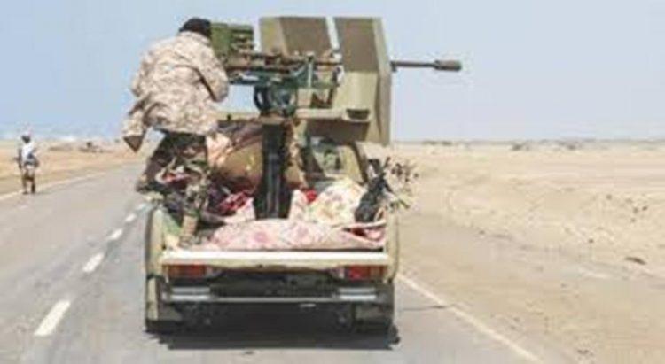 مليشيا الحوثي تقصف مساجد في حيس وقوات الجيش تعثر على كميات من الصواريخ تركها الحوثيون تحت الأشجار