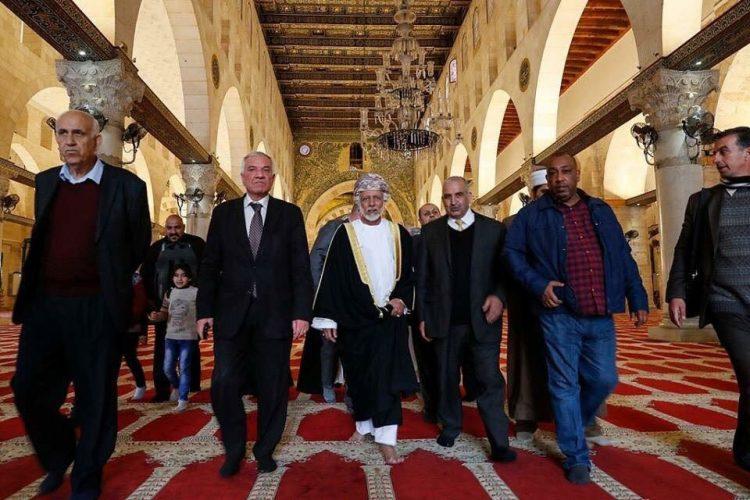 في زيارة نادرة لمسؤول عربي .. وزير الخارجية العماني يوسف بن علوي يزور المسجد الأقصى (صور)