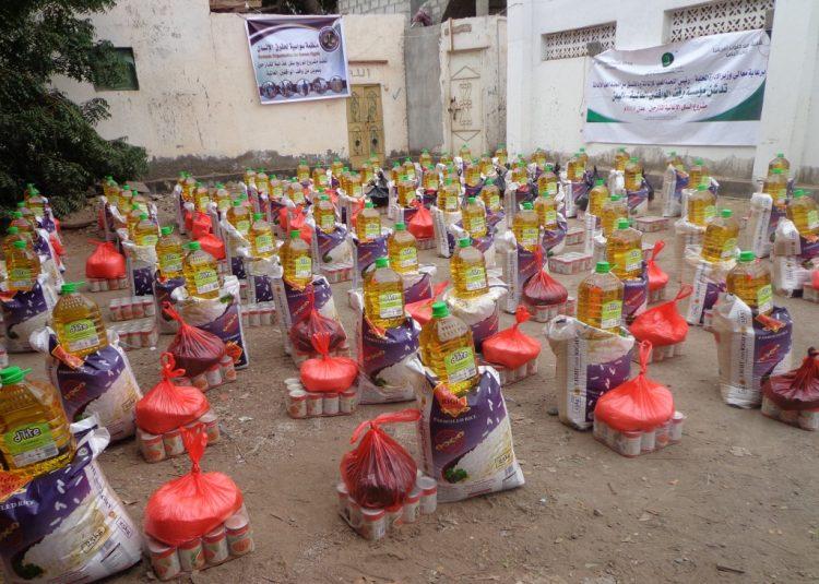 """""""سواسية"""" تدشن المرحلة الثانية من مشروع توزيع السلل الغذائية للنازحين للعام 2018 (صور)"""
