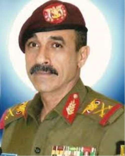 """قيادي في الجيش: هادي يوافق على تعيين """"الأحمر"""" قائدا لقوات الإحتياط"""