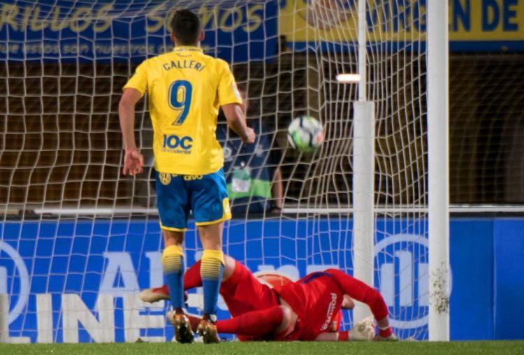 لاس بالماس يتعادل مع برشلونة ويشعل الدوري الاسباني