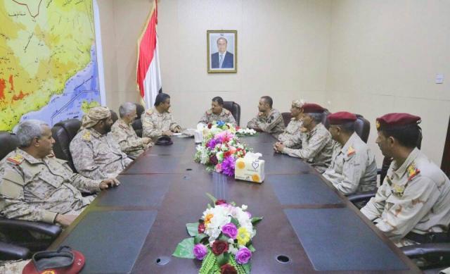 تفاصيل اجتماع المقدشي بقيادة المنطقة العسكرية السادسة ويشيد بالعكيمي