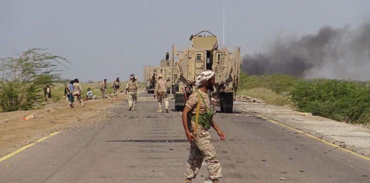 بعد قطع طريق الحديدة تعز، الحوثيون يحفرون خنادق بمديرية الجراحي تحسبا لتقدم الجيش الوطني