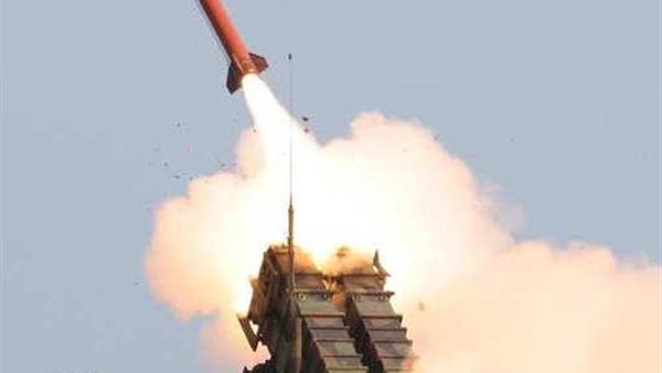 قوات الدفاع الجوي السعودي تعترض صاروخاً باليستياً في سماء نجران