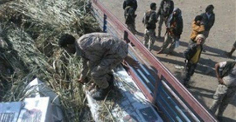 قوات الحزام الأمني في محافظة لحج تضبط شحنتين من السجائر المهربة