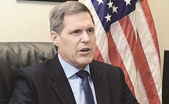 """السفير الامريكي: هناك توافق دولي """"قوي"""" لحل الأزمة اليمنية"""