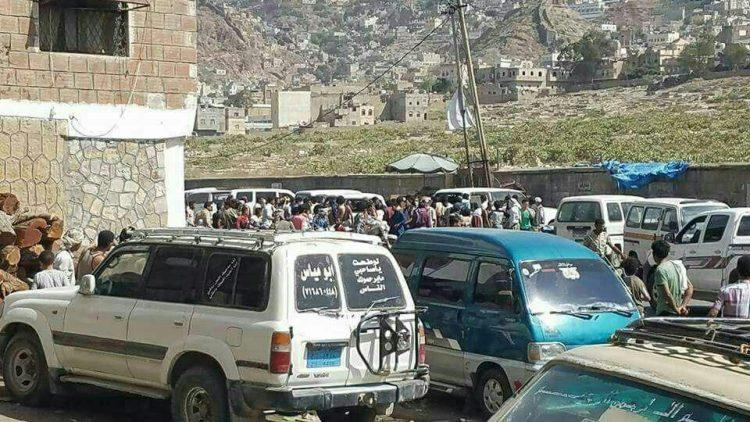 إصابة 4 مدنيين بجروح متفاوتة جراء انفجار عبوة ناسفة جوار سوق شعبي في مدينة تعز