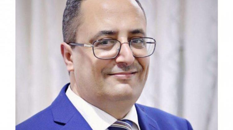 """بسبب مطالبته بعودة الشرعية.. """"نفي"""" أحد وزراء حكومة الشرعية من عدن"""