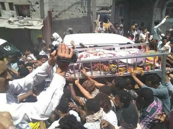 تشييع جثمان لاعب كرة القدم التي قتلته المليشيات في الحديدة ومليشيا الحوثي تهرب القاتل